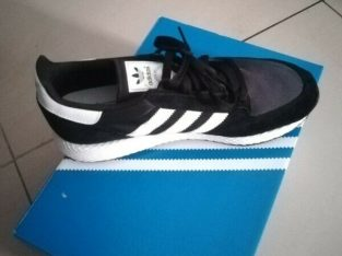Adidas uk9 original forest grove black and white retail R1200 selling R900 worn once 100%authentic