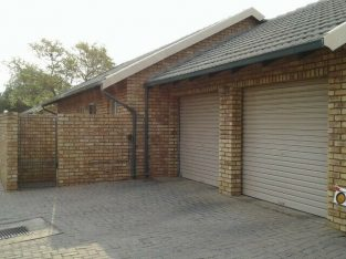2 Bedroom Town house for sale in Amberfield heights, rooihuiskraal. By owner